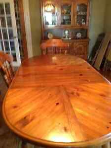 Solid Pine Wood Table and Chairs with matching Buffet and Hutch Stratford Kitchener Area image 5