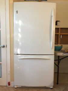 Réfrigérateur GE Profile 22 pi. cu.