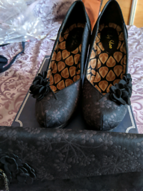 Ladies shoes and matching bag