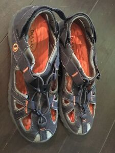 Size 9 degrees sandals