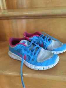 Girls Nike Free Sneakers Size 5 in good condition