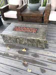 Rustic faux wood propane Fire table Kitchener / Waterloo Kitchener Area image 1