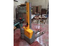 Electric self powered pallet stacker truck