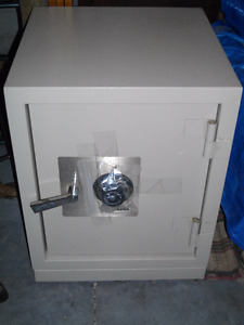 QUALITY HOME & OFFICE SECURITY SAFE / SARGENT & GREENLEAF