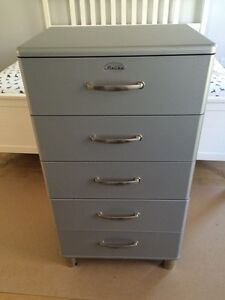 Commode style vintage