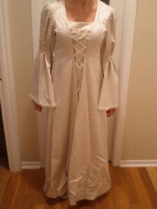 Robe médiévale, femme, excalibor, medium