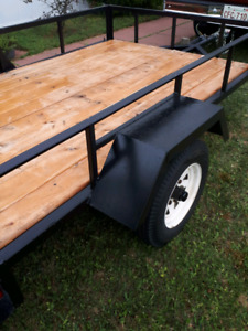 UTILITY TRAILER IN EXCELLENT SHAPE