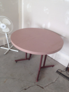 round dinning table for sale