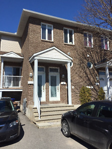 May, June or July 1st - Downtown 3 bdrm - near all amenitie