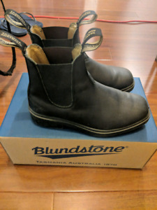 UNISEX Blundstone boots with box and insoles