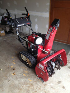 Honda HSS724TC Tracked Snowblower - 2014