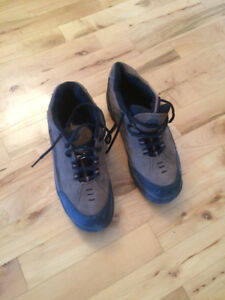 Steel  toe shoes thinsa late size 9 like new