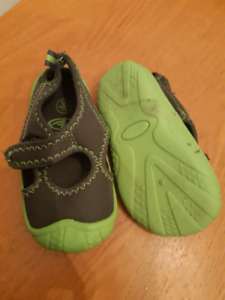Size 7/8 toddler water shoes