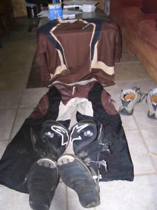 kit habit, bottes et plastron pour VTT