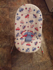 Vibrating bouncer chair - washable padding, Harness