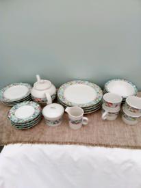 Jardin tea/dinner set, 23 pieces, including teapot.