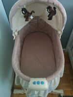 Baby infant crib bed bassinette / lit berceau de bebe enfant