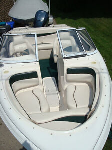 OPEN DECK 17.5Ft. 2003.  HORS-BORD FUEL INJECTION. COMME NEUF!!