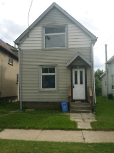 Hamilton Detached 4 bedroom house sale $480K