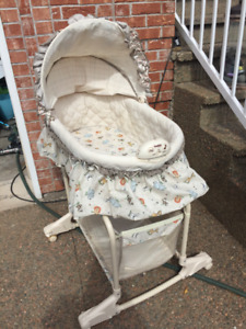 Simplicity Bassinet on Stand with Canopy & Vibration/Music