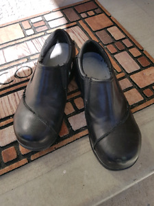 Ladies size 9 steel toed work shoes