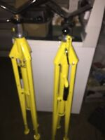 Pair of summer he Jack pipe stands