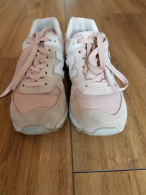 AUTHENTIC NEW BALANCE TRAINERS