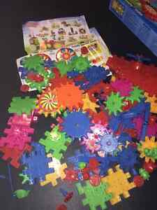 2 Boxes of Plastic Spinning Puzzles Gears- LIKE NEW! Kingston Kingston Area image 4