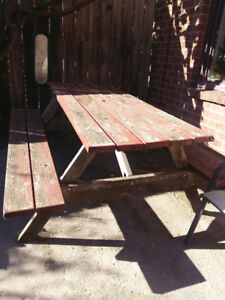 Free picnic table - pick up - little italy