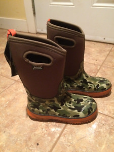 Boys Size 4 Bogs Winter Boots