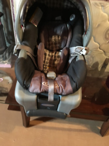 Graco UrbanLite Travel System with SnugRide Infant car seat