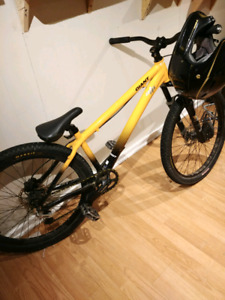 Giant STP Dirt Jumper with tons upgrades