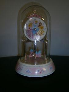 Horloge sous dôme en verre Princesses de Disney