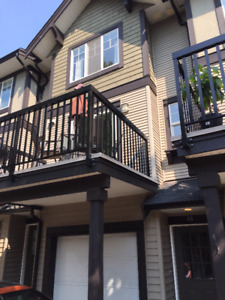 Townhouse Willoughby 2 Bed 2 Bath Renovated