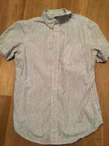 Men's old navy dress shirt