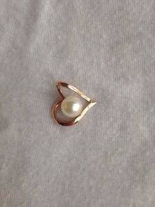 14 karat rose gold pendant with pearl setting