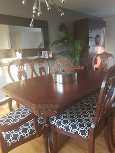 Dining room Set (table & chairs)
