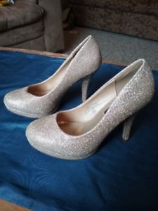 Left & Right women's' high heeled shoes size 5 B, sparkly gold.