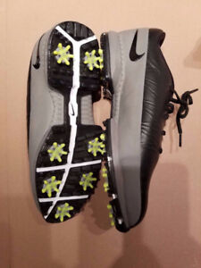 Nike golf shoes size 9.5 wide fit