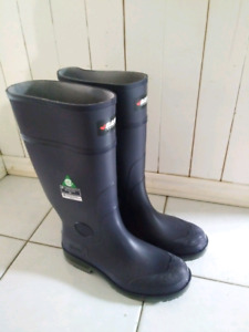 CSA approved rubber boots