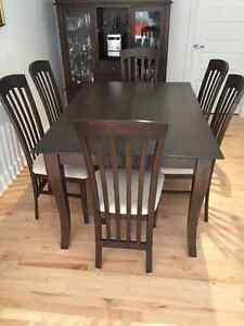 Mobilier de salle à manger haut de gamme (valeur + 3 000$)