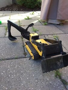 TONKA TRUCK WITH MOVEABLE SCOOP!  Super fun!! (Delete when sold) London Ontario image 4