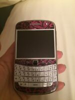 Blackberry Bold 9900 white cell phone with Rogers