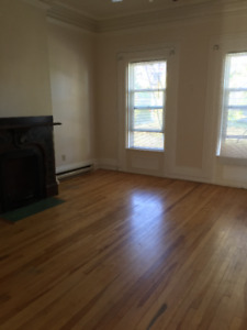 122 DOUGLAS AVE- SPACIOUS 2 BEDROOM AVAILABLE MAY 1ST $750