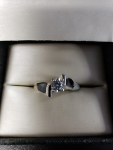 14KT white Gold lady's solitaire Dimond Ring