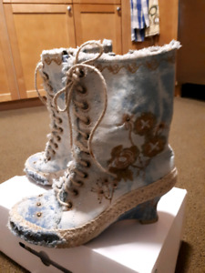 Jeans boots size 8 in good condition