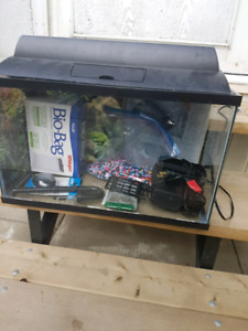 10 gal fishtank with accessories
