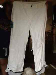 Powder Room Ski or Snowboard pants Ladies Sz Medium Kitchener / Waterloo Kitchener Area image 1