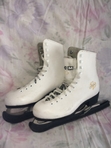 * CCM 30 Girls Figure Skates