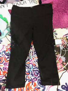 2 Pairs of Old Navy cropped leggings size L